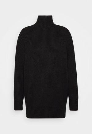 PREMIUM BOYFRIEND ROLL NECK DRESS - Pletené šaty - black