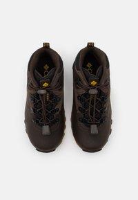 Columbia - CHILDRENS NEWTON RIDGE UNISEX - Hiking shoes - cordovan/golden yellow - 3