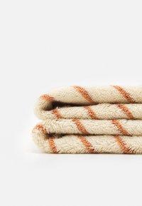 Konges Sløjd - TOWEL STRIPED - Bath towel - bisquit - 2