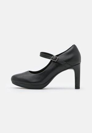 AMBYR SHINE - Plateaupumps - black