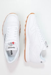 Reebok Classic - CLASSIC LEATHER LOW-CUT DESIGN SHOES - Sneakersy niskie - white - 1