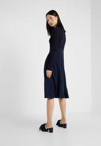 Sportmax Code - RUPIA - Strikket kjole - blau - 2