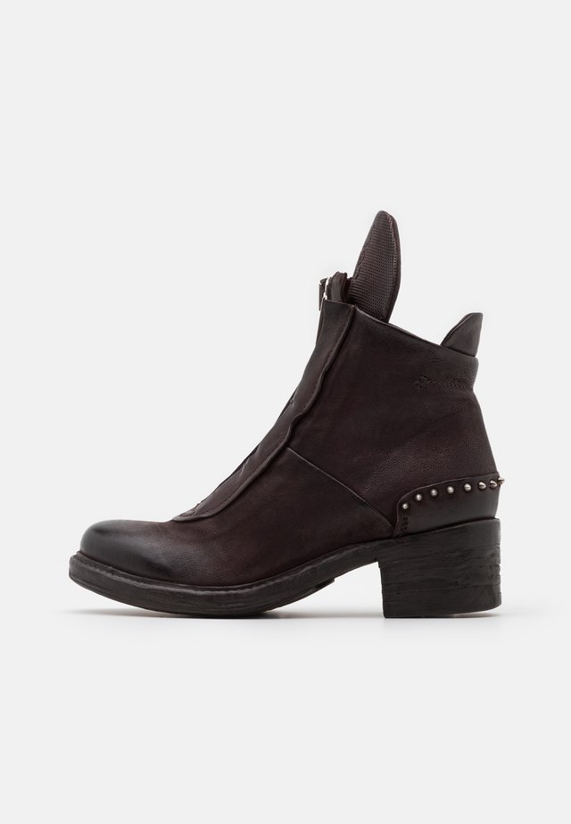 Classic ankle boots - liz