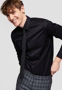 Selected Homme - SLHSLIMPEN - Formal shirt - black - 3