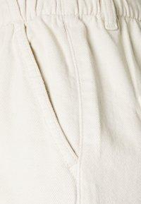 TOM TAILOR DENIM - CONSTRUCTED PAPERBAG - Denim shorts - soft creme/beige - 2