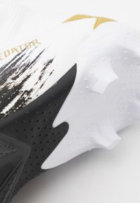 adidas Performance - PREDATOR FOOTBALL BOOTS FIRM GROUND UNISEX - Moulded stud football boots - footwear white/gold metallic/core black - 5