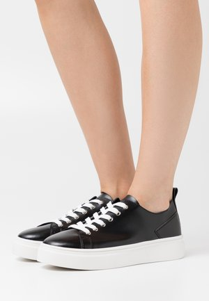 SOFT UPPER BASIC - Baskets basses - black
