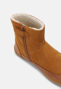 Camper - PEU CAMI - Winter boots - cognac - 6