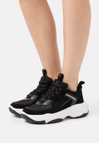 Calvin Klein Jeans - MAYA - Sneakersy niskie - black - 0