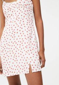 PULL&BEAR - PRINTED MINI  - Day dress - white - 4