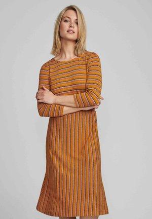 NUBUNTY  - Jumper dress - buckthorn brown