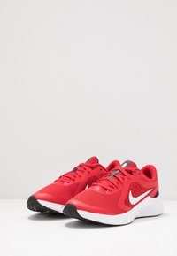 Nike Performance - DOWNSHIFTER 10 - Neutrale løbesko - university red/white/black - 3