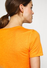CLOSED - WOMEN - Basic T-shirt - mango - 5