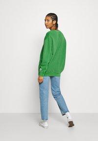 Levi's® - LEVI'S X PEANUTS UNBASIC CREW SWEATSHIRT - Sweatshirt - green - 2