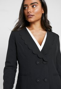 Fashion Union Petite - TORA SCALLOP TRIM - Blazer - black - 3