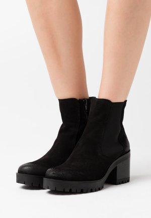 COSMO - Kotníkové boty na platformě - marvin nero