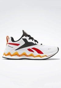 Reebok - ZIG ELUSION ENERGY SHOES - Chaussures de running neutres - white - 4
