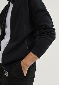 Massimo Dutti - MIT REISSVERSCHLUSS  - Cardigan - black - 5