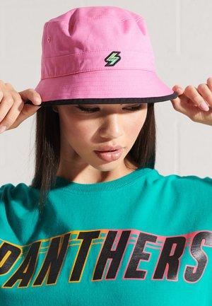 Hat - shocking pink