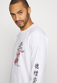 Common Kollectiv - UNISEX OUTCAST TEE - Long sleeved top - white - 4