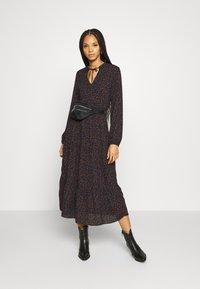 ONLY - ONLJERRY DRESS - Vestito estivo - peacoat/toffee - 1