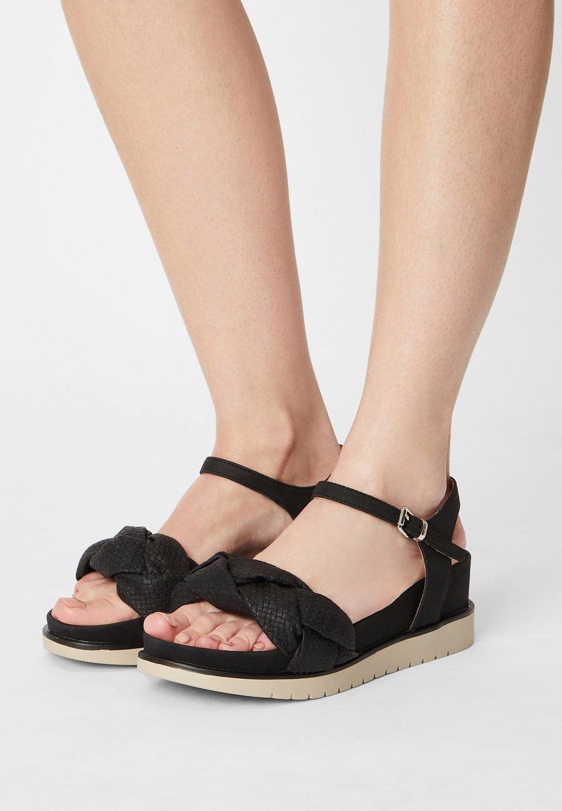 mtng - WILLIS - Sandály na platformě - black