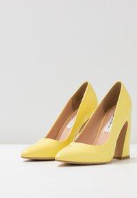 Even&Odd - Escarpins à talons hauts - yellow - 4