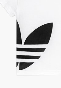 adidas Originals - BIG TREFOIL - T-shirt print - white/black - 3