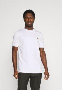 Lyle & Scott - SEASONAL BRANDED - Basic T-shirt - white - 0