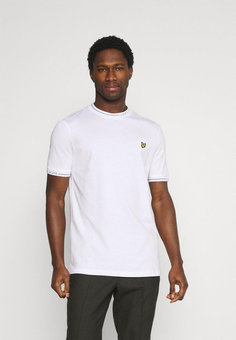 Lyle & Scott - SEASONAL BRANDED - Basic T-shirt - white