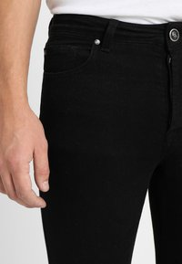 Gym King - SKINNY PLAIN  - Skinny-Farkut - black - 4