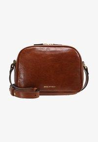 Royal RepubliQ - ESSENTIAL EVE  - Across body bag - cognac - 5