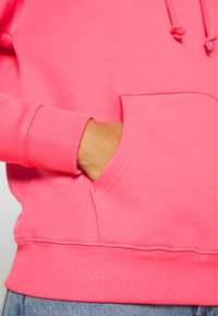 Tommy Jeans - BADGE HOODIE - Sweat à capuche - glamour pink - 5