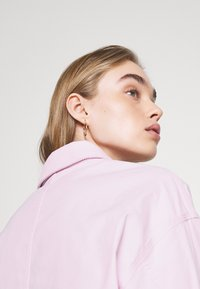 Converse - VESTED UTILITY JACKET - Waistcoat - pink foam - 5