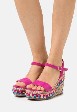 Platform sandals - fuxia