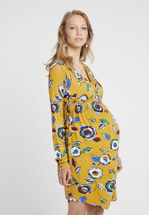 FLORAL TUNIC DRESS - Žerzejové šaty - ochre