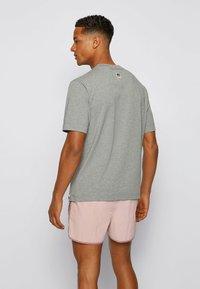 BOSS - Print T-shirt - grey - 2