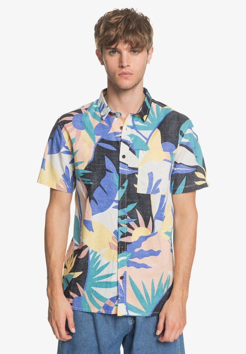Quiksilver - TROPICAL - Shirt - snow white tropical flo