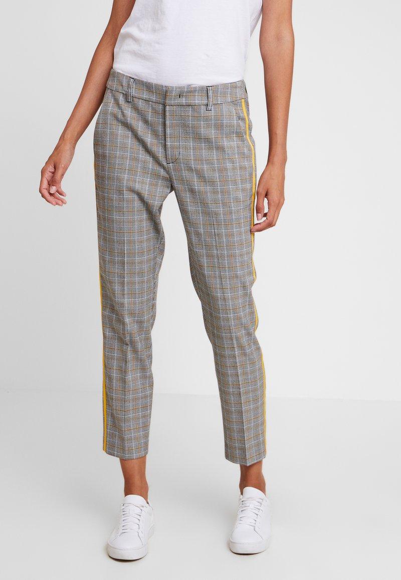 TOM TAILOR DENIM - CIGARETTE PANTS - Pantalon classique - grey/yellow