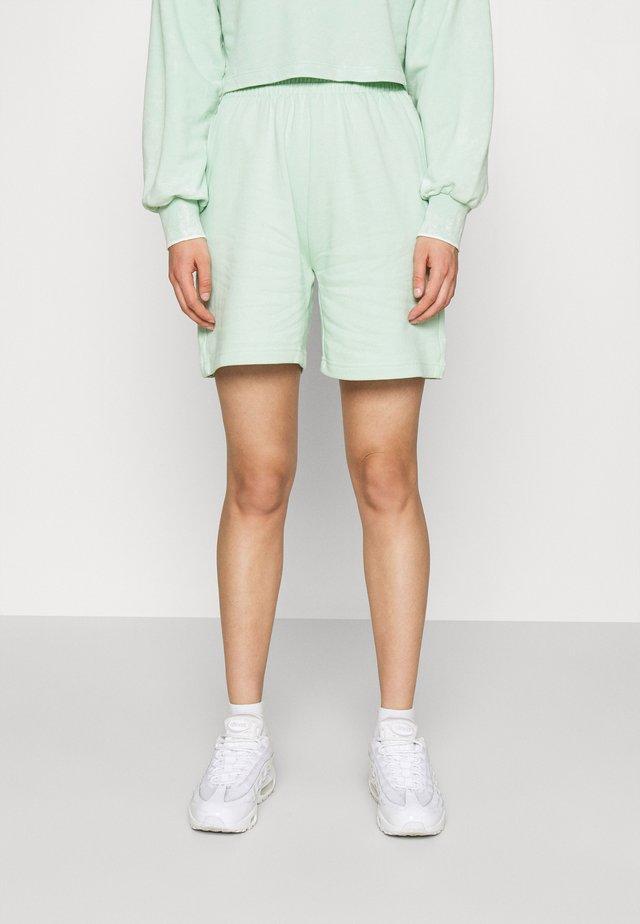 NORA - Shorts - gossamer green