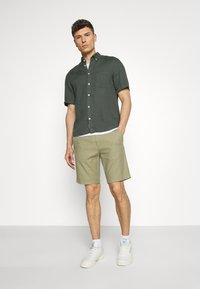 Marc O'Polo - BUTTON DOWN SHORT SLEEVE - Košile - mangrove - 1