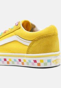 Vans - UY OLD SKOOL - Sneakers laag - rainbow/cyber yellow/true white - 6