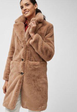 CAMEL FAUX FUR COAT - Winter coat - light brown