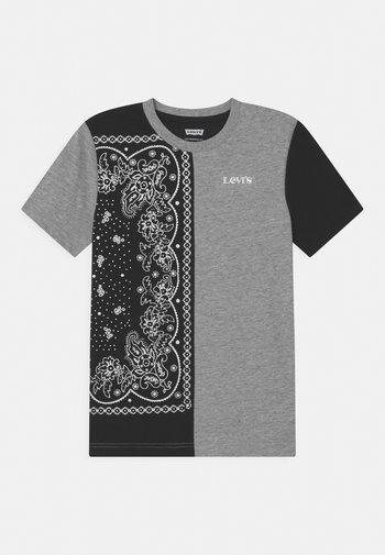 COLORBLOCKED  - Print T-shirt - grey heather