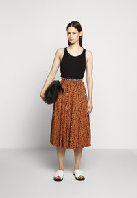 Proenza Schouler White Label - PRINTED GEORGETTE PLEATED SKIRT - A-line skirt - cinnamon/navy - 1