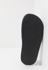 adidas Originals - ADILETTE LITE - Pantofle - core black/footwear white - 5