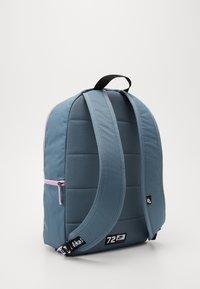 Nike Sportswear - AIR HERITAGE UNISEX - Mochila - ozone blue/light arctic pink - 1