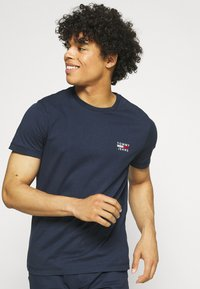 Tommy Jeans - CHEST LOGO TEE - T-shirt print - twilight navy - 3