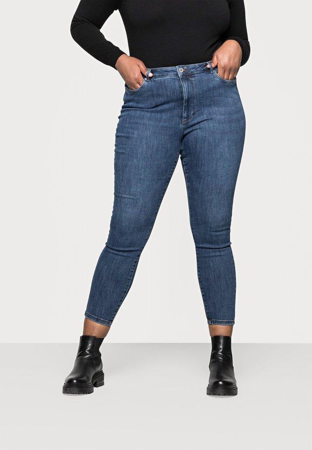 VMLOA - Jeans Skinny Fit - medium blue denim