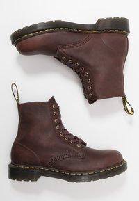 Dr. Martens - 1460 PASCAL - Šněrovací kotníkové boty - cask ambassador - 1